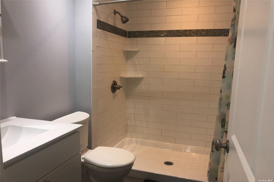 En Suite Full Bath